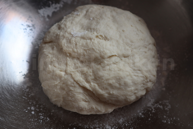 Making a simple pizza dough